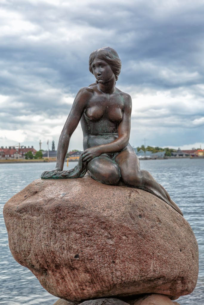Copenhagen_-_the_little_mermaid_statue_-_2013 (1)